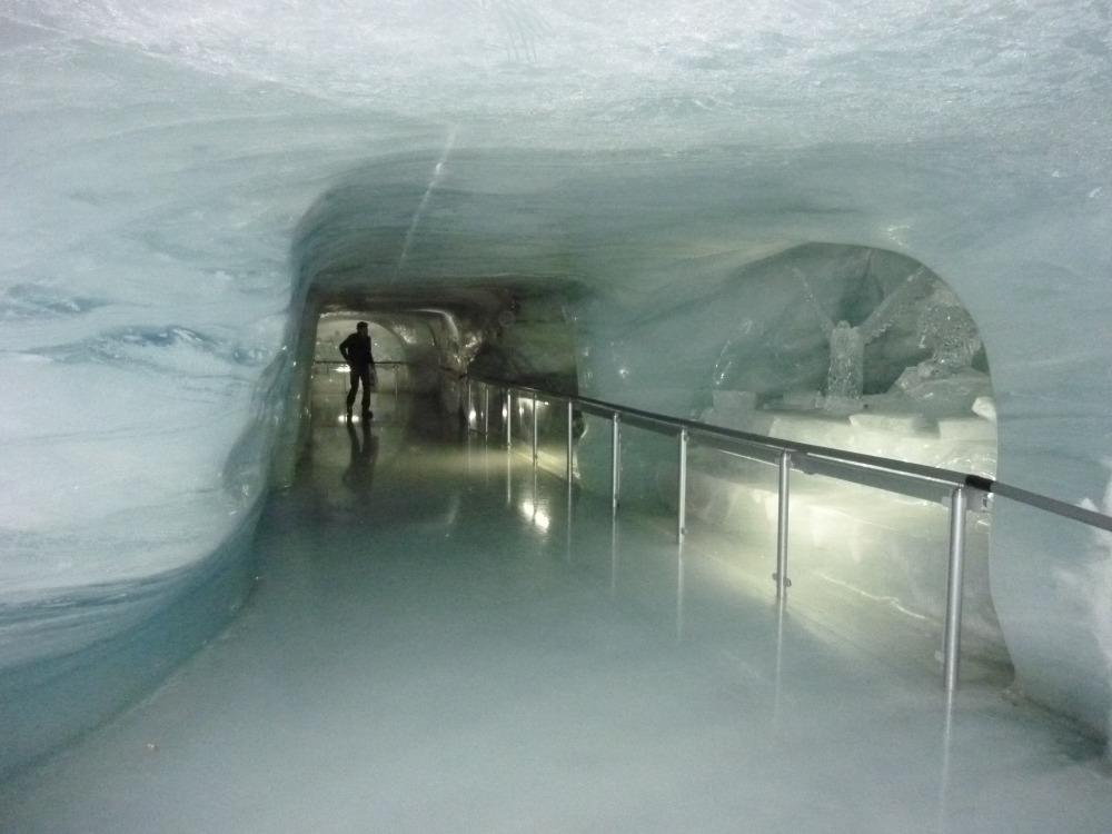 Внутри ледового дворца