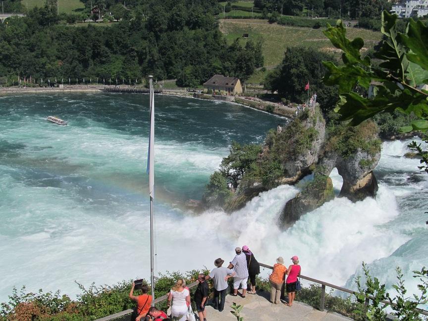 Рейнский водопад от замка Лайфен